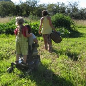 Un collectif, un lieu de vie, un jardin, des enfants.